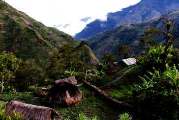 trekking in baliem valley