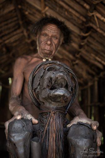 350 old mummy in papua